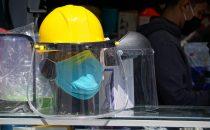 Maniquí en puesto de venta de protecciones contra el contagio en Lima, Perú. Foto OIT/Cordova